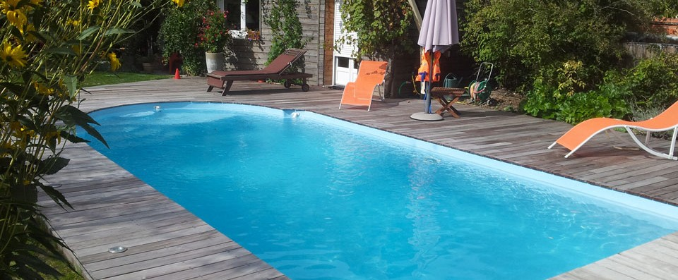 Nos piscines coque en polyester r alis es et pos es en gironde for Piscine talence