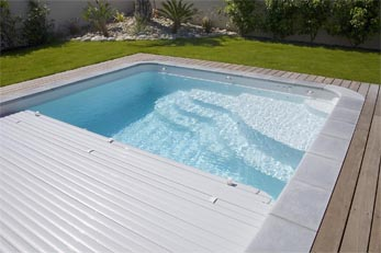 Mod les de piscine bordeaux fond plat fond inclin for Piscine coque volet integre