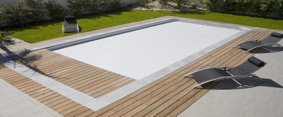 piscine bois avec volet roulant integre
