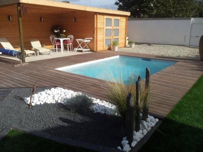 Choisir une piscine coque bordeaux avantages et for Piscine avec coque resine