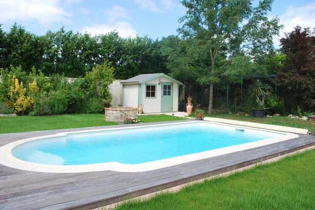 piscine TEVA couleur blanche de dimensions 7m x 4m fond plat