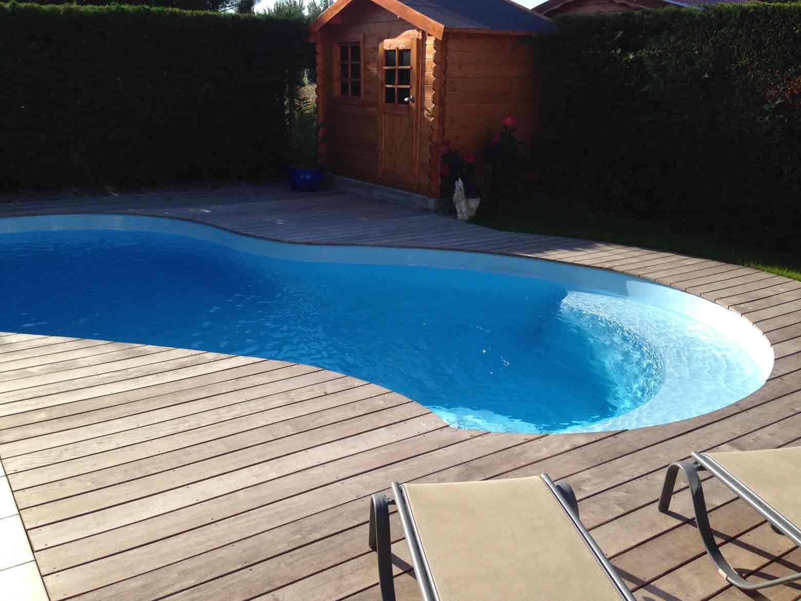 Nos piscines coque en polyester r alis es et pos es en gironde for Coque piscine sur mesure