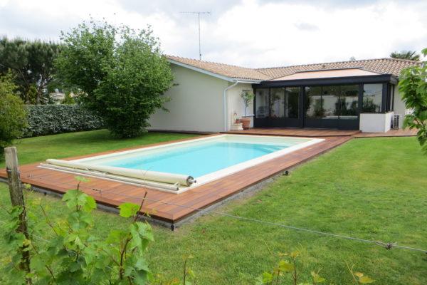 Coque polyester piscine with coque polyester piscine for Prix piscine coque posee