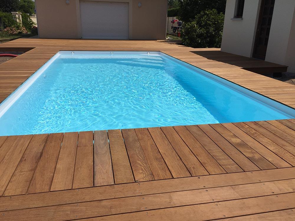 Terrasse de piscine en bois en gironde plage de piscine for Piscine coque gironde